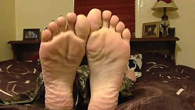 Mature foot fetish & Bedroom Soles Play
