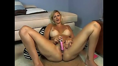 blondy mature masturbate