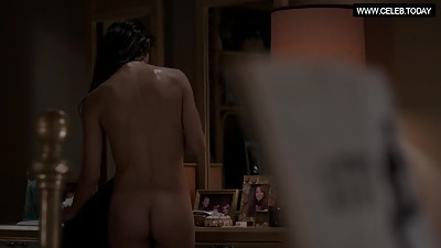 Keri Russell - Drops her towel, Bare..