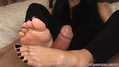 Sexy Anya's Oily Footjob With Cumshot..