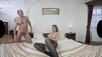 Hot Mature VR Sex With Older Lady..