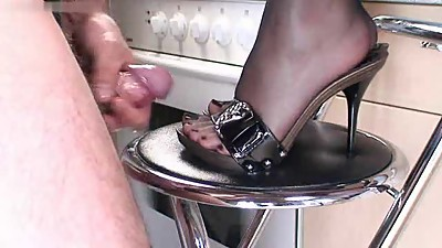MILF IN PNTYHOSE HIGH HEELS SEX FETISH..