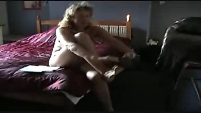 Mature puts pantyhose on