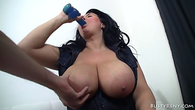 Experienced MILF Busty Reny gives head