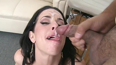MILF VERONICA LOVES SUCKING BIG COCK..