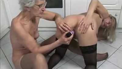 French mature and granny toying in the..