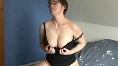 Spectacled mature strips and makes..