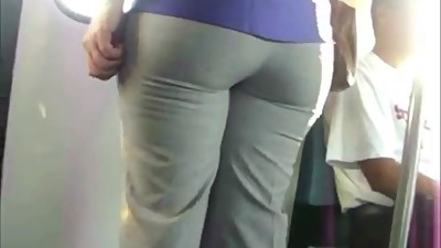 AWESOME ASS ON THE TRAIN