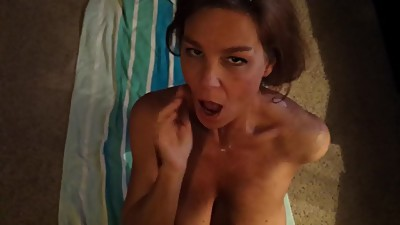 Amateur hotwife takes huge facial