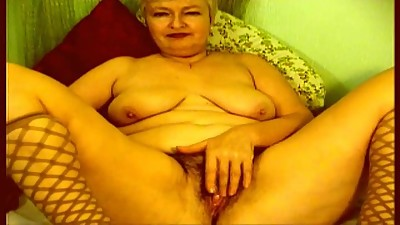 Hairy Granny Plays on Webcam R20