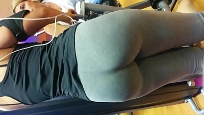 THICK LATINA MILF AT THE GYM IN SPANDEX