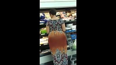 BIG BOOTY EBONY MATURE SHOPPING CANDID