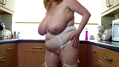 sexy bbw mature play with her big..